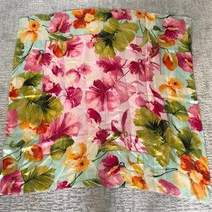 Stunning Oscar de la Renta silk scarf